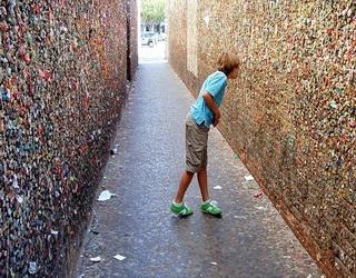 стена с жевательными резинками-1
