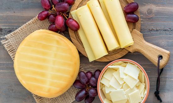 Что будет, если перед сном съесть сыр