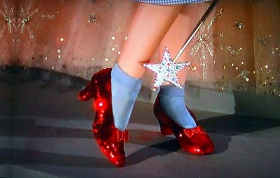 Какого цвета были туфельки Дороти в сказке «Удивительный волшебник из страны Оз»