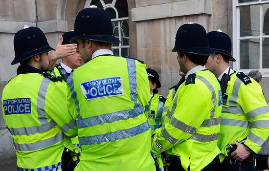 Почему лондонские полицейские именуются бобби