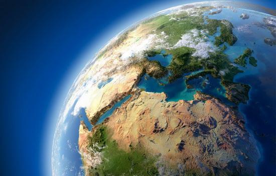 При движении вглубь Земли сила притяжения или увеличивается, или не меняется