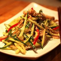Как называется вредное вещество, которое есть в блюдах китайской кухни ?