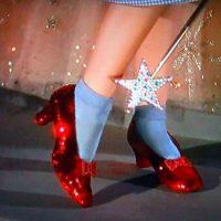 Какого цвета были туфельки Дороти в сказке «Удивительный волшебник из страны Оз»?
