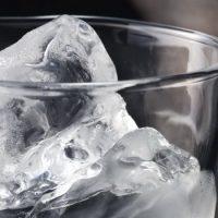 Масса литра холодной воды и литра кипятка одинакова