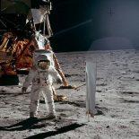 На Луне человек может прыгнуть в шесть раз выше и дальше, чем на Земле