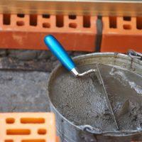 Почему цемент затвердевает ?