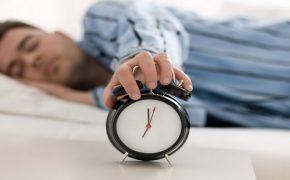 Уменьшается ли с возрастом потребность в сне?