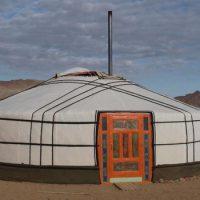 В чем живут монголы ?