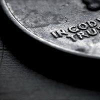 Зачем пробовать монету на зуб ?