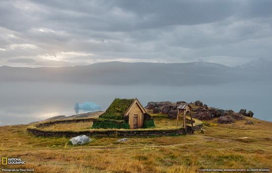 Что можно найти на земле в самой северной точке Гренландии ?