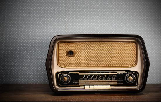 Какая радиопостановка впервые заставила людей подумать, что настал конец света ?