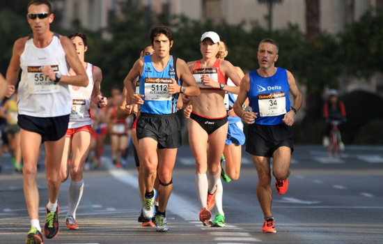 Почему марафонцы бегут 42 километра и 195 метров ?